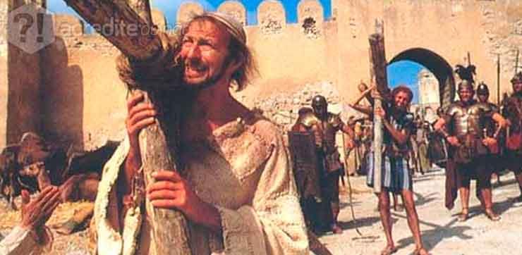 A comédia Vida de Brian trata o cristianismo de forma cômica.