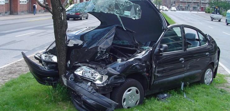 Acidente de carro mata motorista que tentava uma selfie.