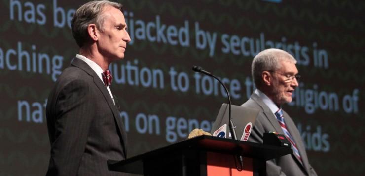 Debate longo entre Bill Nye e Ken Ham sobre criacionismo vs evolucionismo.