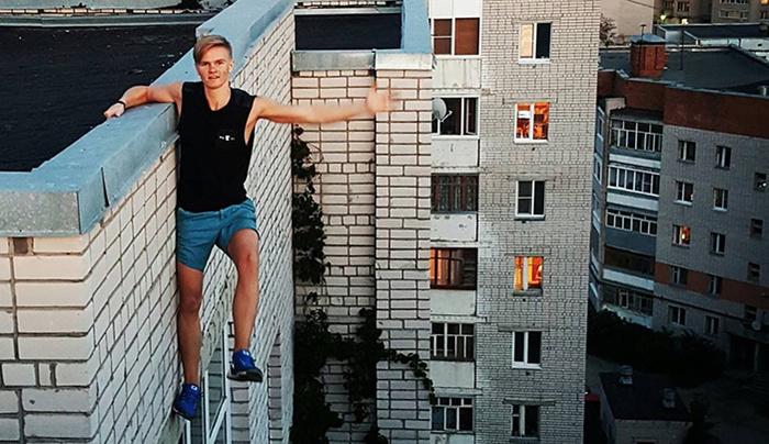Russo era conhecido na internet por fotos perigosas.