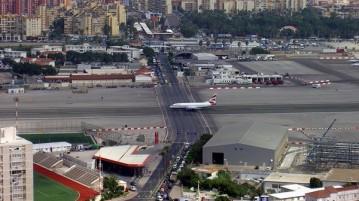 aeroporto estrada carros cidade
