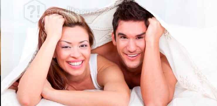 casal-homem-mulher-cama-feliz