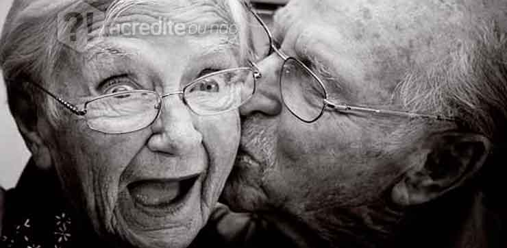 casal-idoso-feliz-casamento