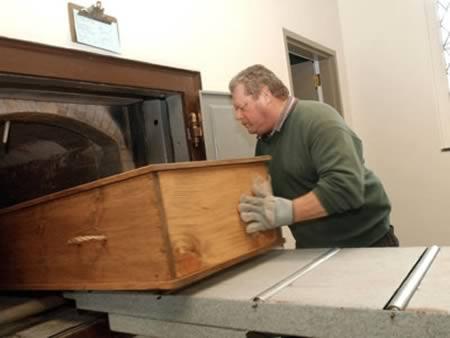 gordo caixao crematorio