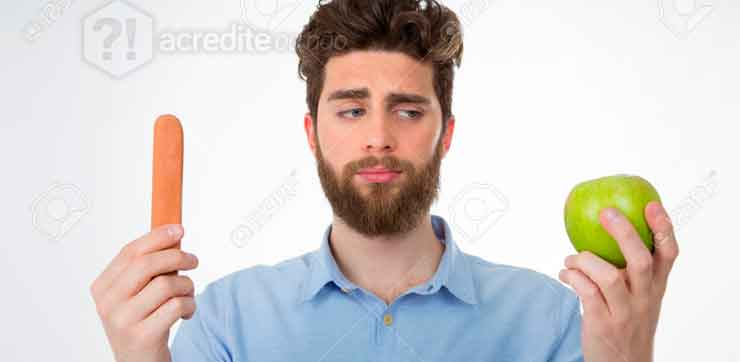 homem-pensando-olhando-comida-fruta