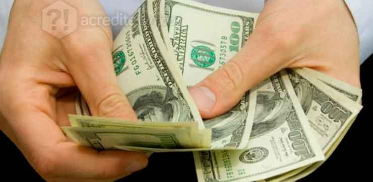 receber-salário-dinheiro-dólar