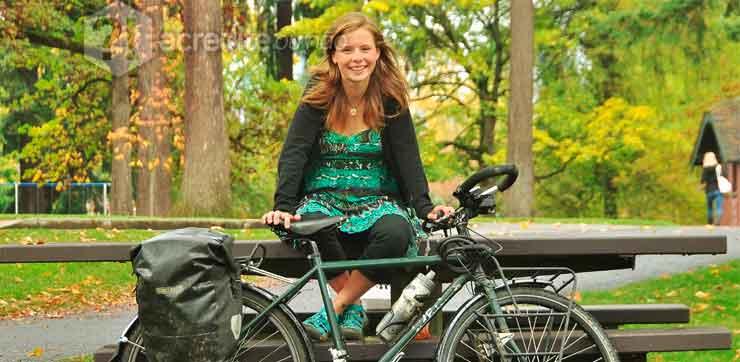 trabalho-mulher-bicicleta