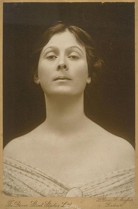 Isadora Duncan pescoço longo