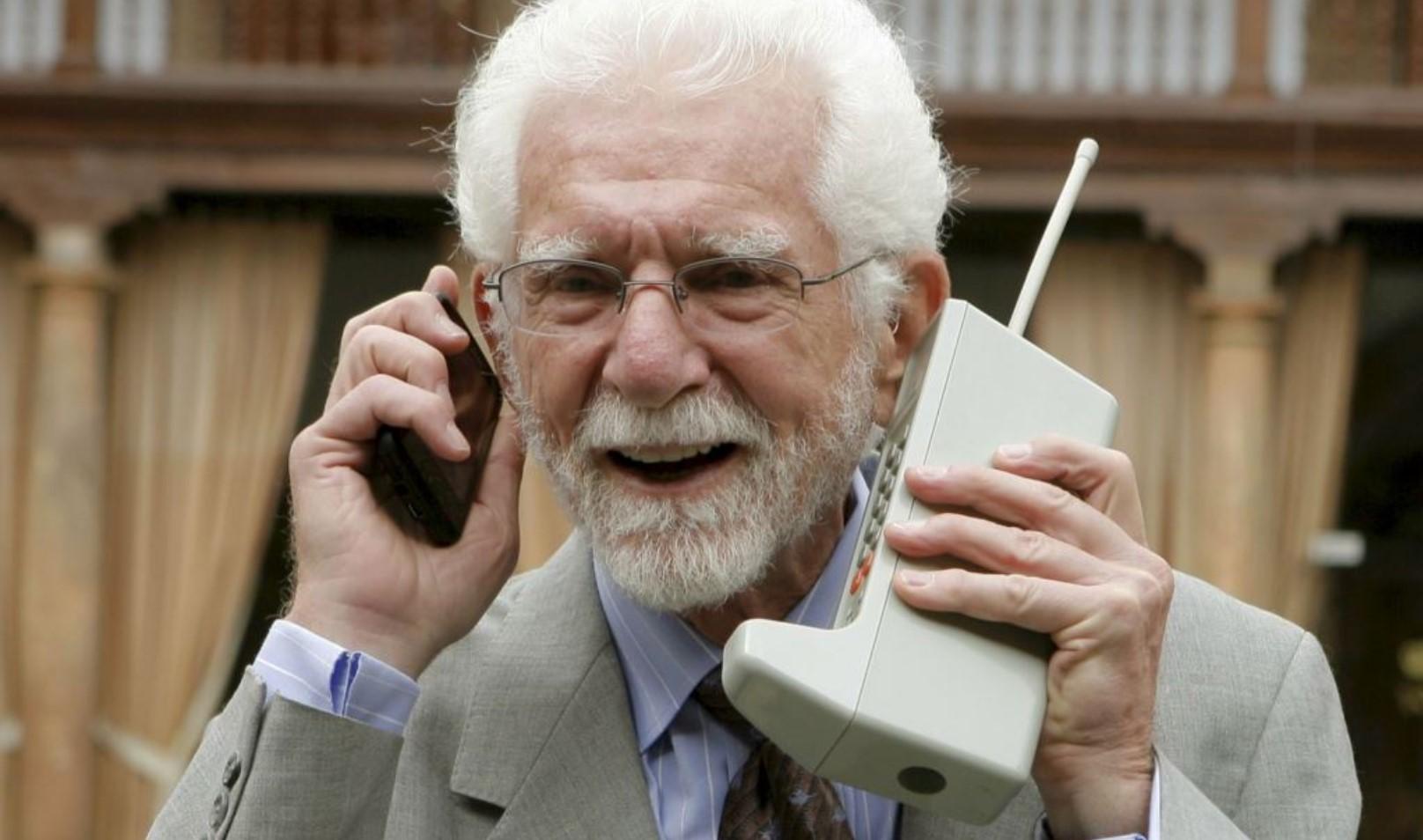 Marftin Cooper - O inventor do telefone celular.