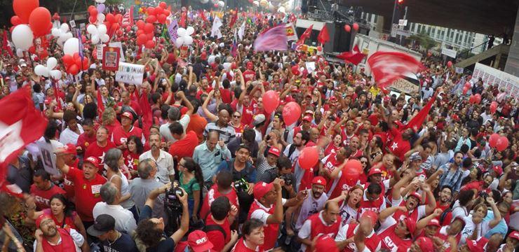 Manifestação em apoio a Dilma Rousseff (Foto: Agência Brasil)