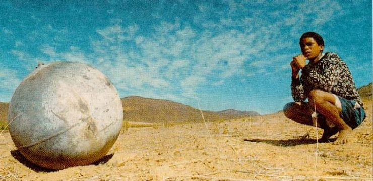 Esfera pressurizada derivada do corpo de um foguete, que caiu no sudeste da África (Foto: Wikimedia / divulgação)