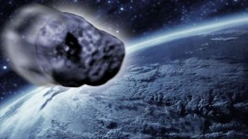 Uma fotografia real tirada em 1999 do asteroide RQ36, que foi sobreposta a um modelo para mostrá-lo se aproximando da Terra.