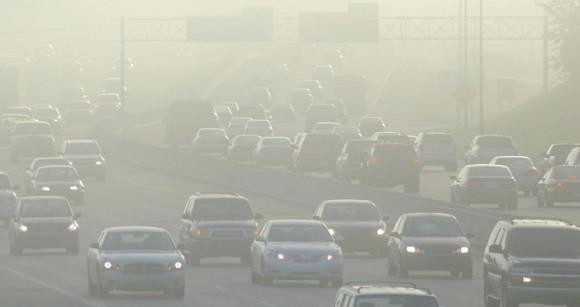 Emissões de veículos são a maior causa de poluição antropogênica.