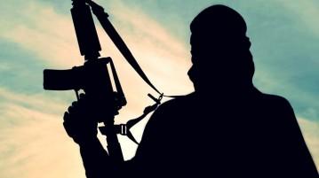 terrorista-segurando-arma