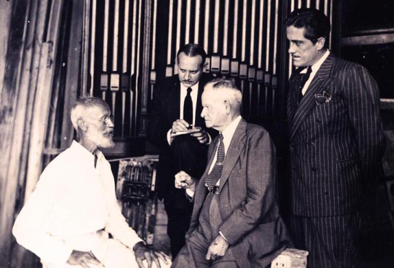 Carl Tanzler com o Dr. Julio Depoo e advogados