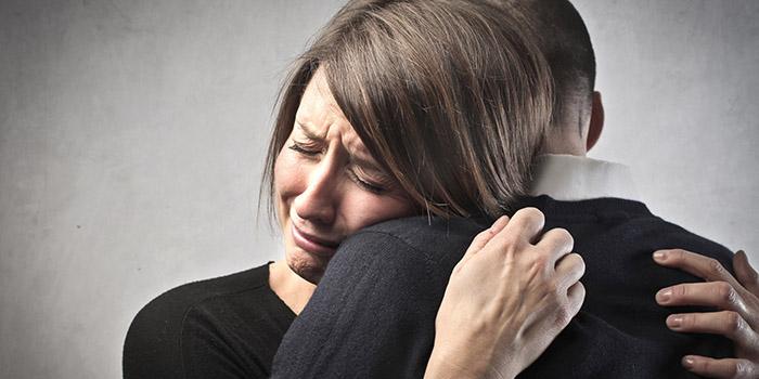 Resultado de imagem para chorar no ombro