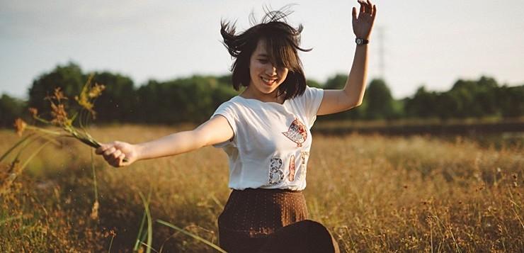 A ciência confirma: sorrir é o segredo para ser considerada uma pessoa legal