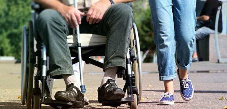 homem-cadeira-de-rodas
