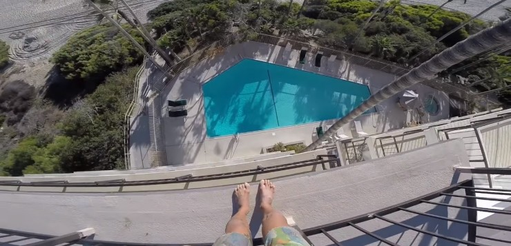 homem-pula-piscina-quinto-andar