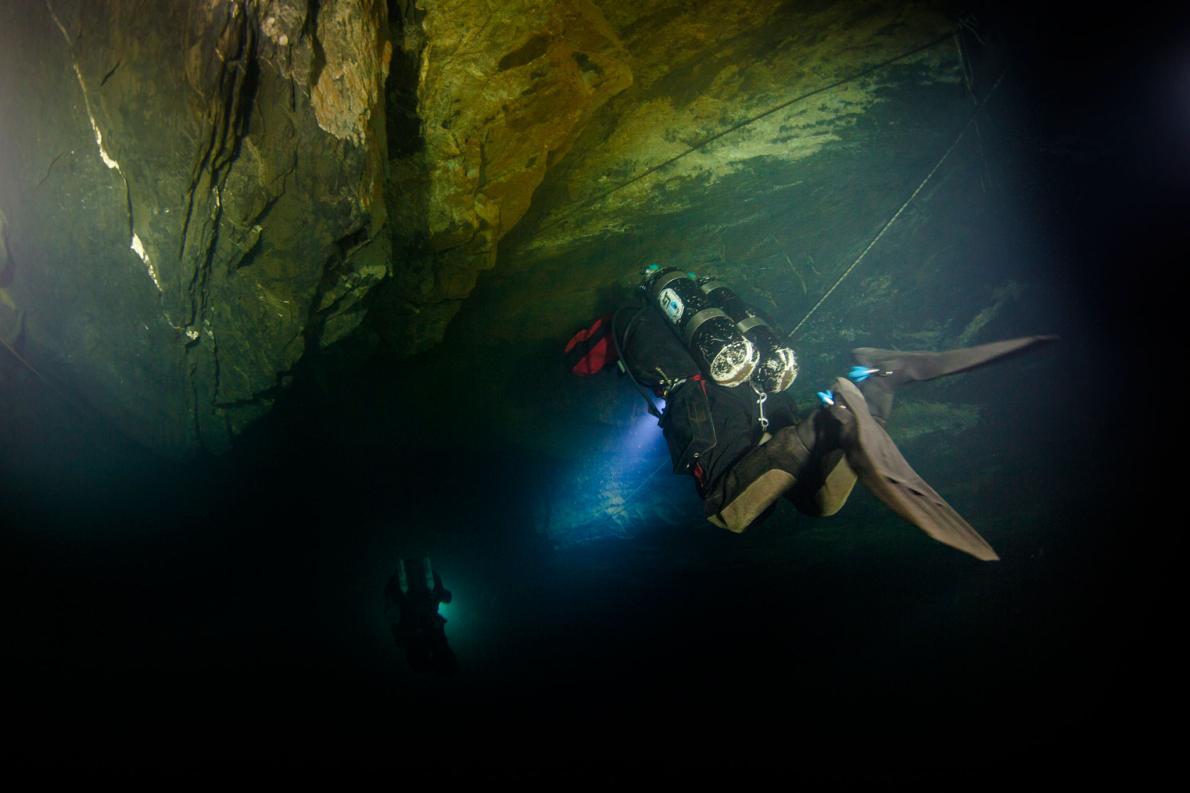 mergulhador-abismo-de-hranice