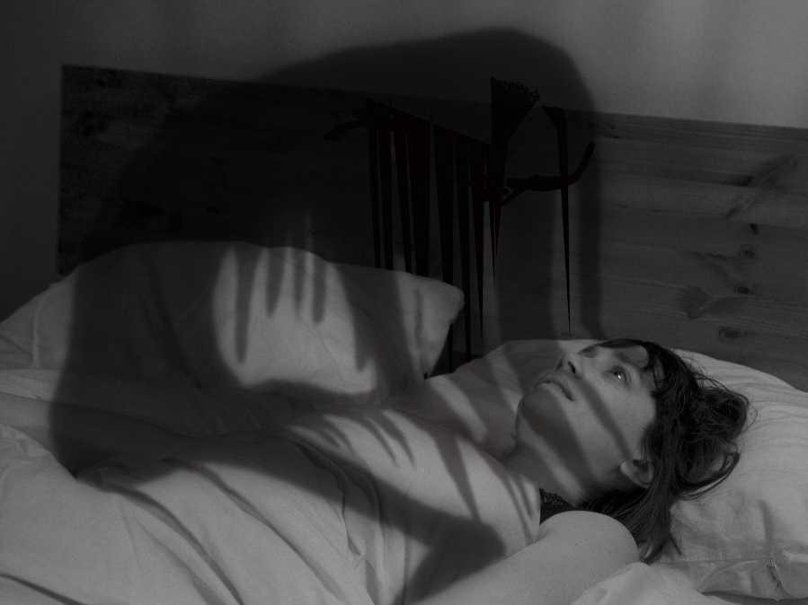 Em várias culturas, a paralisia do sono pode ser atribuída a fantasmas ou seres sobrenaturais.