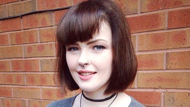 Beth Goodier, que sofre da Síndrome da Bela Adormecida