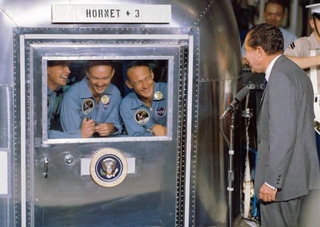 astronautas em quarentena