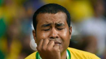 brasileiro chorando