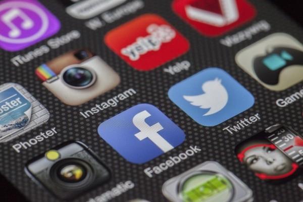 twitter-facebook-together-exchange-of-information-2