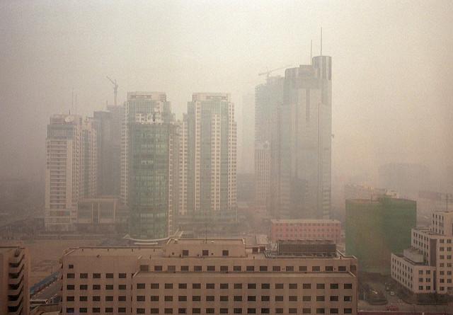 O céu poluído de Pequim, capital da China