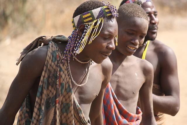 Homens do povo Hadza