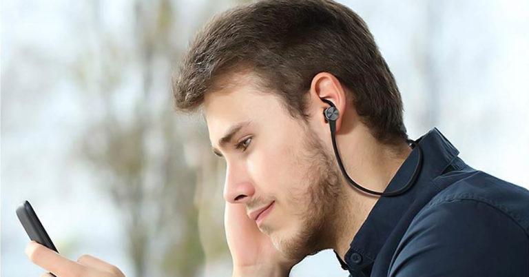 Cuidado! Ouvir música com o celular carregando pode te levar à morte