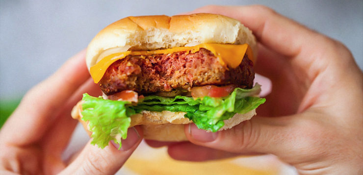 Novo hamburguer vegano é tão real que até sangra
