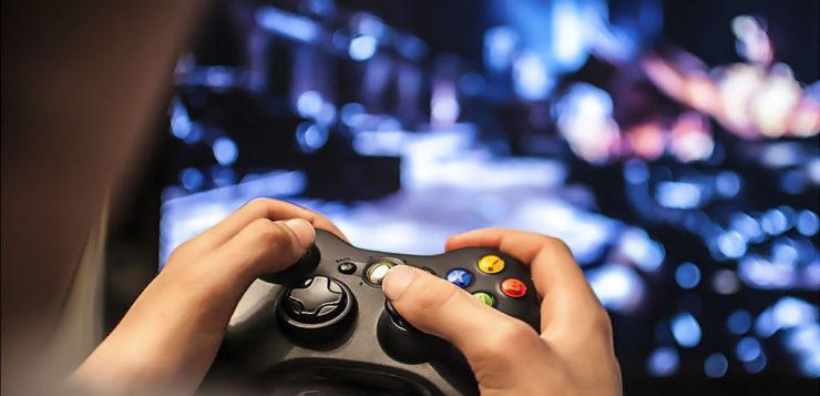 Pessoas que jogam videogame aprendem muito mais rápido diz estudo