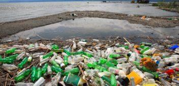Oceanos recebem 25 milhões de toneladas de lixo ao ano, revela estudo