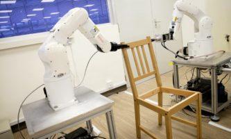 AN robô monta cadeira