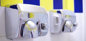 Estudo mostra que secadores de mão automáticos espalham fezes pelo ar