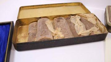 AN caixa chocolates 103 anos