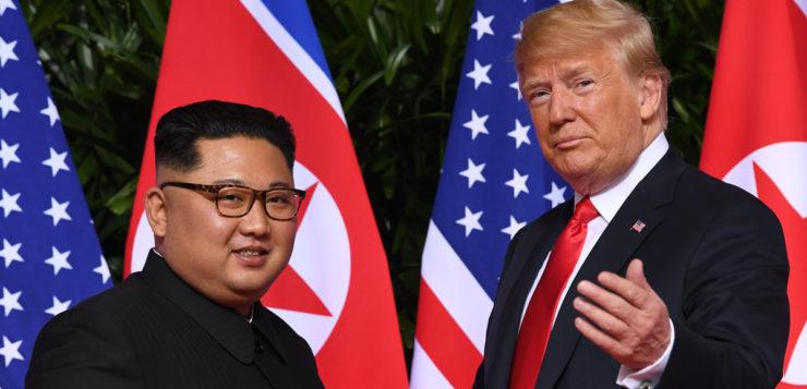 Trump agiu como pai de Kim Jong-un, diz expert em linguagem corporal