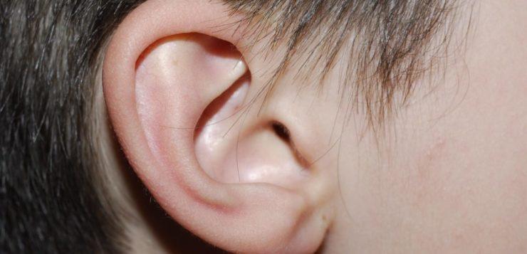 Mulher não consegue ouvir vozes de homens devido a rara condição
