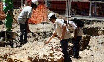 Escavação anterior, na Rio Branco, havia encontrado vestígio de calçamento antigo (Foto: Wilton Junior / Estadão)