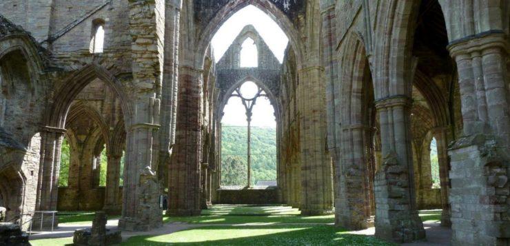 Suposto monge fantasma é fotografado em abadia britânica do século 12