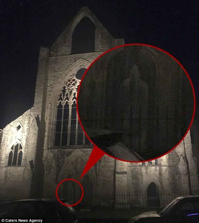 monge fantasma abadia de tintern