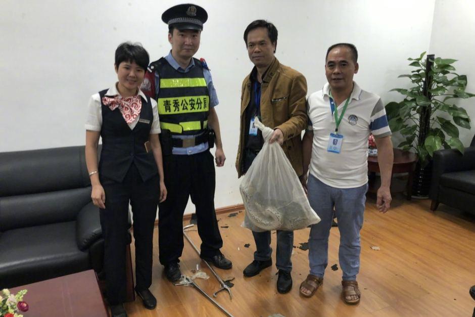 A cobra píton, após ser capturada. Fonte: Nan Guo Zao Bao/Weibo