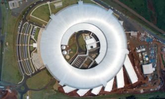 Sirius, a nova fonte de luz síncrotron do Brasil, que está próxima de entrar em operação no Centro Nacional de Pesquisa em Energia e Materiais, o CNPEM (Foto: Divulgação / CNPEM / LNLS)