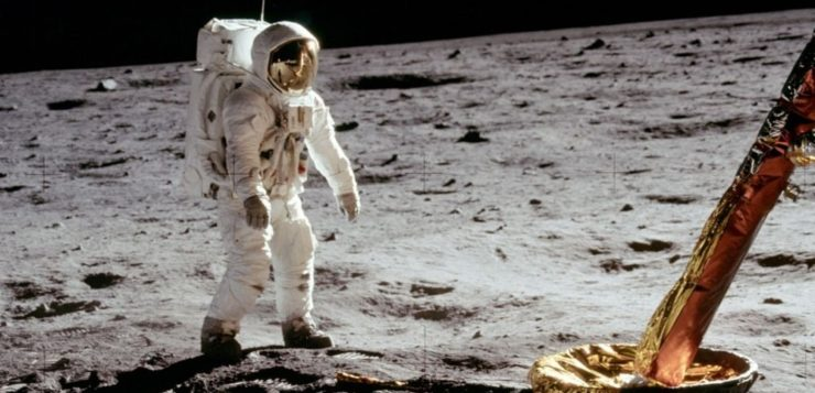 Pesquisa mostra que 26% dos brasileiros não acredita que homem pisou na Lua