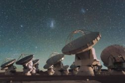 sinais de rádio galáxia distante