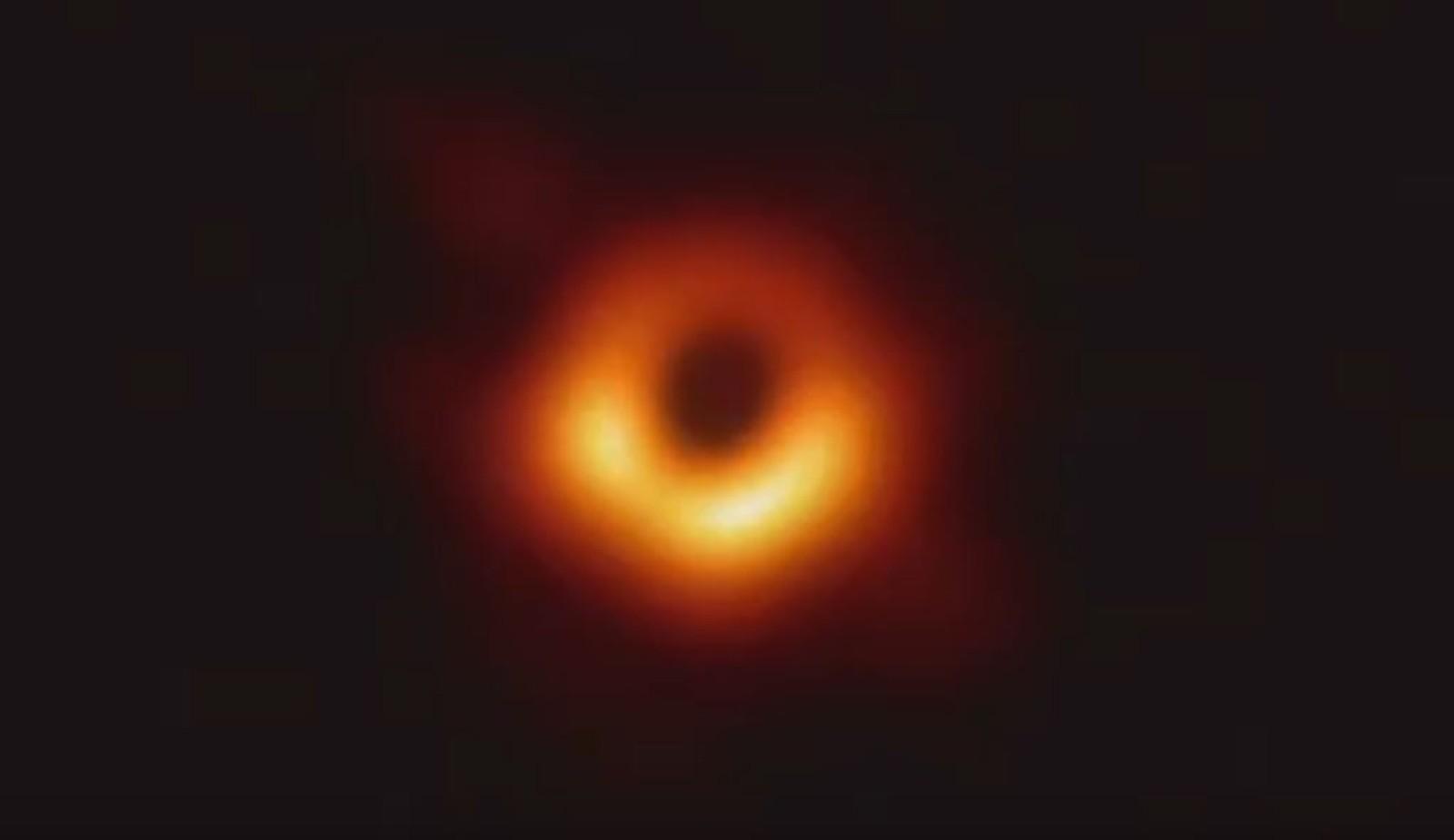 buraco negro primeira foto
