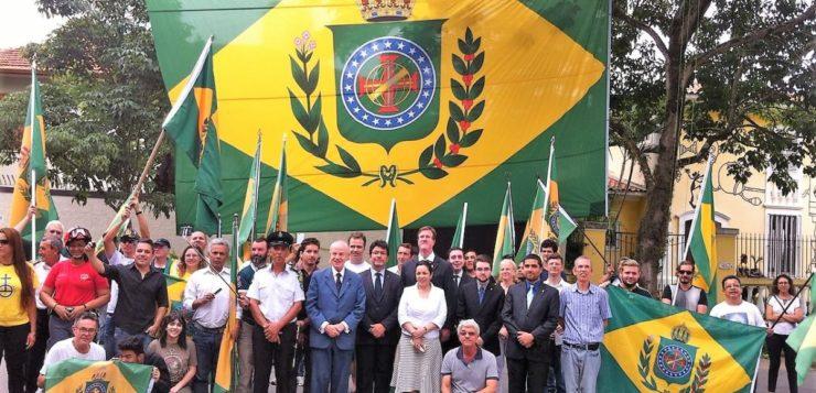 Por que algumas pessoas querem a volta da monarquia no Brasil?