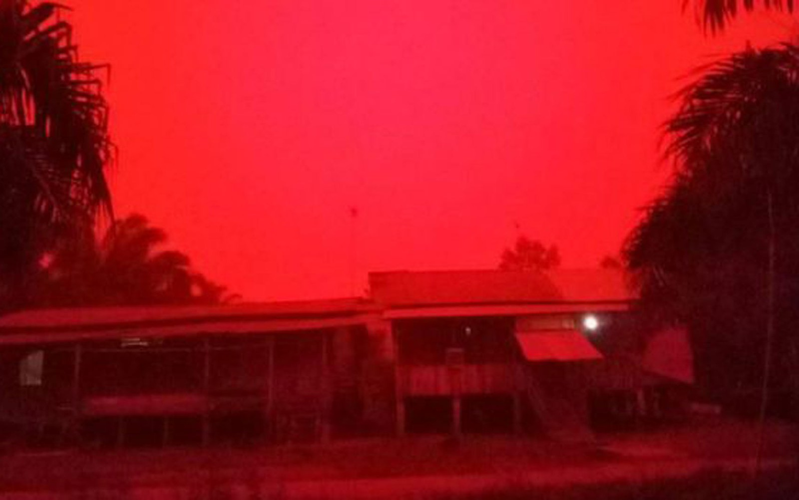 céu vermelho indonésia 2